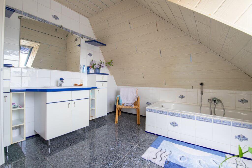 DG - Badezimmer 2